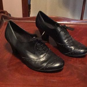 """Shoes black Manmade 3"""" heel w laces size 8w"""